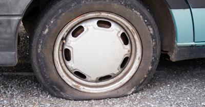 comment reparer une roue de voiture crevee