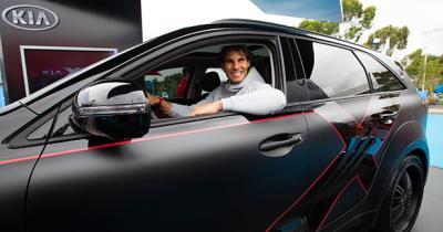 Rafael Nadal dévoile la Kia X-Car en marge de l'Open d'Australie