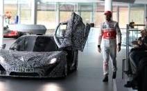 La McLaren P1 fait une apparition avec Jenson Button