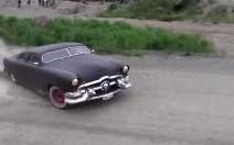 Insolite : une Ford 49 à la sauce Custom, qui drifte