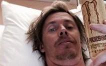 Guerlain Chicherit s'amuse de son accident sur les réseaux sociaux
