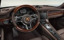 Le volant en bois fait son retour chez Porsche