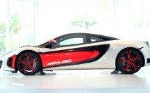 L'exclusive McLaren MP4-12C High Sports devant une caméra