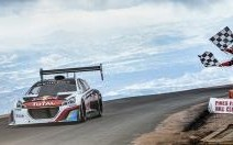 La 208 T16 explose le record de Pikes Peak : Sébastien Loeb sur un nuage