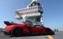 Lancement sur le pont du porte-avions Cavour pour la Veneno Roadster de Lamborghini