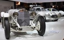 Mercedes célèbre la 300 SL et les 24 Heures du Mans à Rétromobile