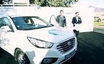 Hyundai a remis les clés des 2 premiers ix35 à hydrogène à Air Liquide