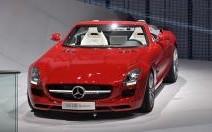 Mercedes SLS AMG Roadster : le papillon tombe le toit et les ailes