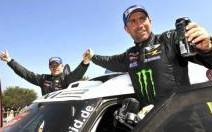 Stéphane Peterhansel et Cyril Despres remportent le 34e Dakar
