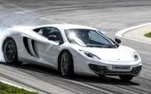 Plus de puissance et de plaisir : McLaren améliore sa MP4-12C