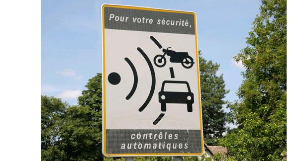 Plus de radars et un durcissement de la loi : la réponse de Hortefeux à l'insécurité routière