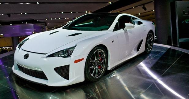 Lexus LF-A : Lexus fait parler la poudre