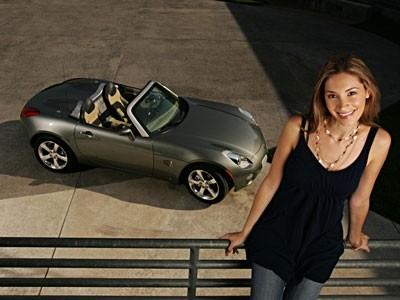 Qui est la plus sexy : la Pontiac Solstice ou son designer ?