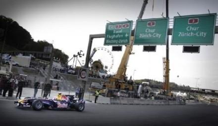 Une Formule 1 Red Bull inaugure une autoroute en Suisse