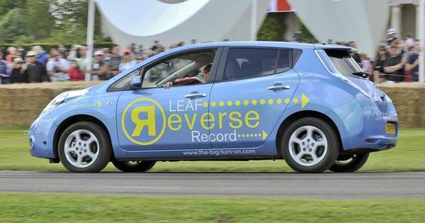 Insolite : la Nissan Leaf signe un record du monde en marche arrière