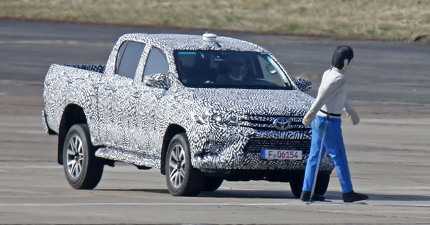 spyshots le nouveau toyota hilux freinera fort. Black Bedroom Furniture Sets. Home Design Ideas