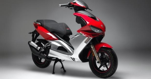 nouveau neco gpx 50 un scooter superbike. Black Bedroom Furniture Sets. Home Design Ideas