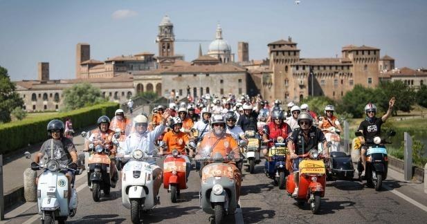 Vespa World Days 2014 : plus de 10 000 guêpes réunies !