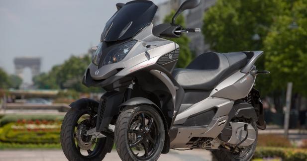 Le 3-roues de Quadro arrive dans une nouvelle robe titanium.