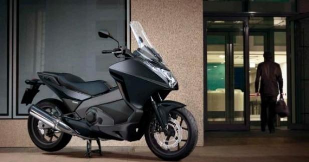 Honda étend son offre LDD deux-roues aux professionnels