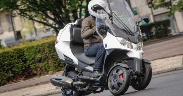 Essai Adiva AD3 : le premier scooter 3-roues cabriolet