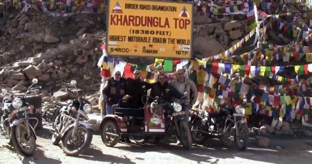 Un side-car sur le toit du monde en Himalaya : le clip vidéo
