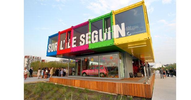 Un pavillon sur l'histoire de Renault sur l'île Séguin