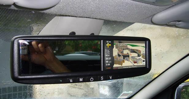 Compléter votre autoradio d'origine par un système multimédia innovant : le rétroviseur ABC Multimedia Systems