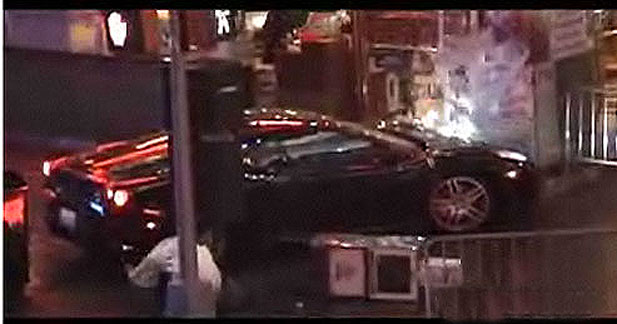 Une Ferrari fauche 2 personnes sur un tournage à New-York