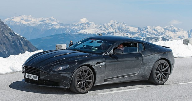 Spyshot: l'Aston Martin DB 11 se balade en montagne