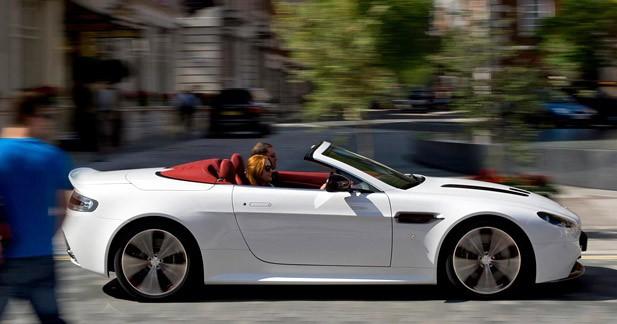 Aston Martin V12 Vantage Roadster : Défilé topless…