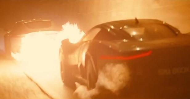 Option lance-flammes pour l'Aston Martin DB10 de James Bond