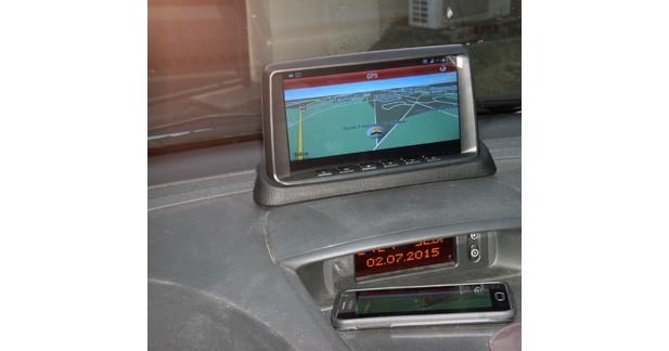 ABC Multimedia Systems dévoile un écran multimédia avec DVR et Screen Mirroring