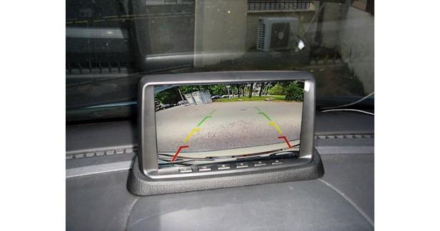 Le SM7DVR dispose d'une entrée automatique pour caméra de recul