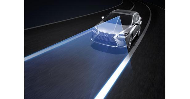 Le Lexus RX prévient le conducteur des pertes de vigilance
