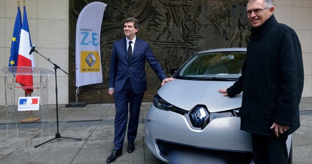 Arnaud Montebourg reçoit la première Renault ZOE