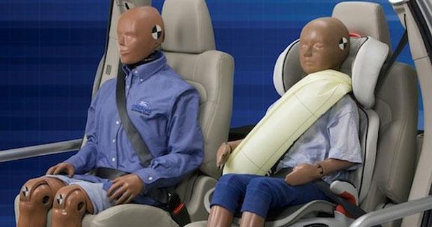 Ford invente la ceinture de sécurité gonflable