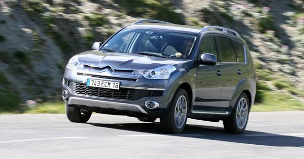Citroën C-Crosser : chevrons hauts sur pattes