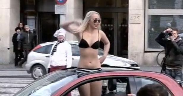 Cool Bikini Contest : Fiat lance sa 500C aux Pays-Bas