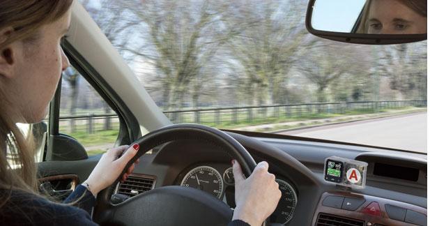 Coyote sort un avertisseur pour les jeunes conducteurs