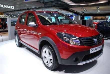 dacia sandero stepway faux 4x4 pour petits budgets. Black Bedroom Furniture Sets. Home Design Ideas