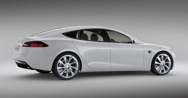 Daimler et Tesla : le courant passe par le capital