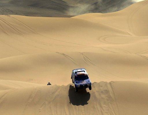 La Volkswagen de Nasser Al-Attiyah et Timo Gottschal le 9 janvier 2011 entre Arica et Atacama au Chili