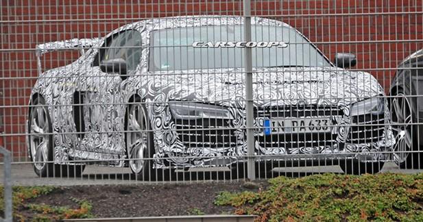 Photos volées : une Audi R8 survitaminée surprise sur un parking !