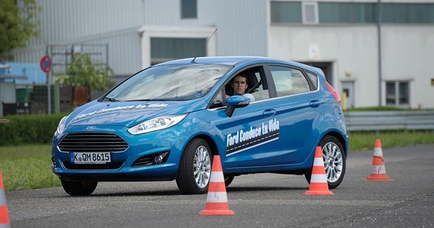 Les stages Ford driving Skills à l'essai : un programme de formation pour les 18-24 ans