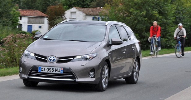 essai toyota auris touring sports hybrid l 39 hybride pratique. Black Bedroom Furniture Sets. Home Design Ideas