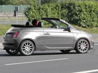 fiat 500 cabriolet en attendant la vraie. Black Bedroom Furniture Sets. Home Design Ideas