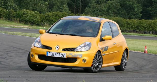 Clio RS F1Team R27