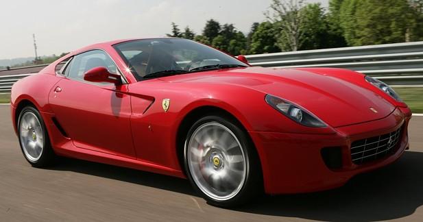 Flashées à 244 km/h, une Ferrari et une Golf R faisaient la course sur l'A62