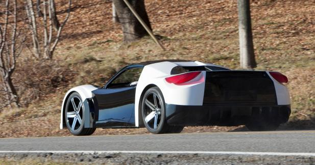 Deux moteurs électriques et 250 km/h en pointe